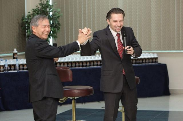 Michał Kołtyś i dr Albert Y. Leung, źródło: prywatne archiwum dr Leunga