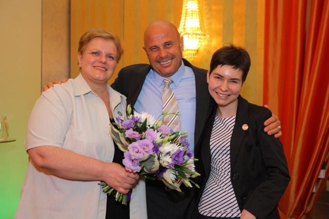 Od lewej stoją: Sława Pindera, Randy Schroeder, Anna Pindera