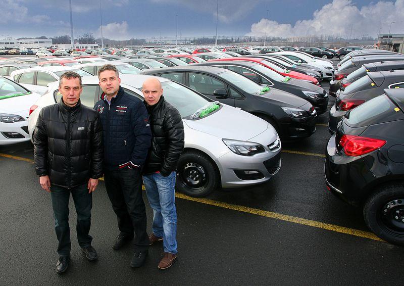 Od lewej stoją: Bogusław Dudzik, Tomasz Kwolek i Marek Dudzik.