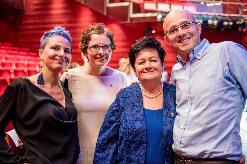 Od lewej stoją: Marzena Sroka, Marzena Tuszyńska, Bogumiła Sroka, Jan Tuszyński
