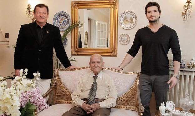 Rodzina Farmasi: dr Cevdet Tuna, Hakan Tuna (prezes zarządu) i Sinan Tuna