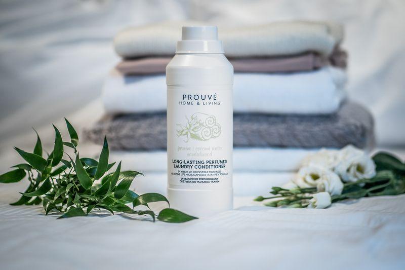 Intensywnie perfumowana odżywka do płukania tkanin Prouvé